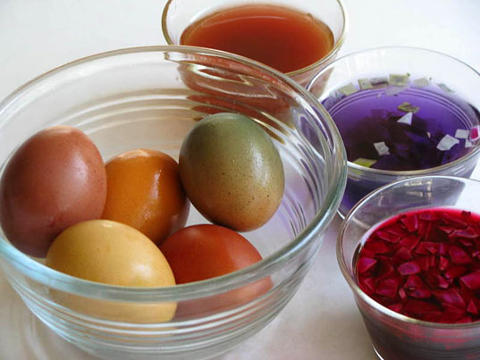 Savvy housekeeping dyed easter egg round up for The art and craft of natural dyeing