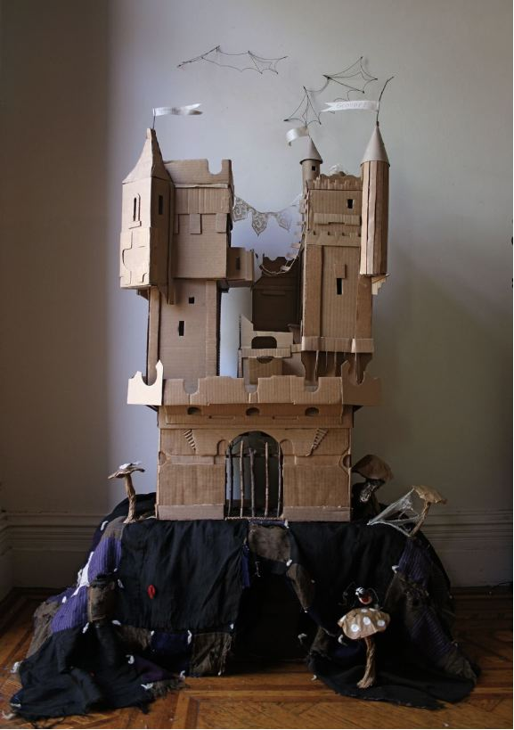 Savvy housekeeping cardboard box rockets and castles for Castle made out of cardboard