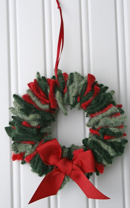Savvy Housekeeping 187 Five Recycled Christmas Wreaths