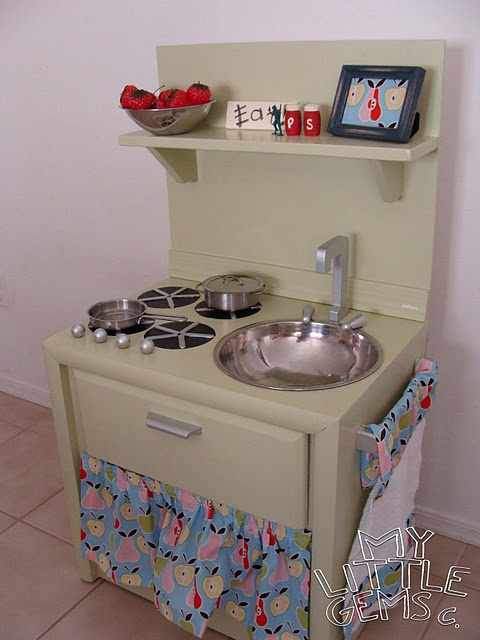savvyhousekeeping turn a nightstand into a play oven kitchen