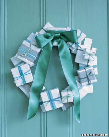 savvyhousekeeping diy make your own how-tos christmas wreaths lovely elegant cool unusual presents gift boxes