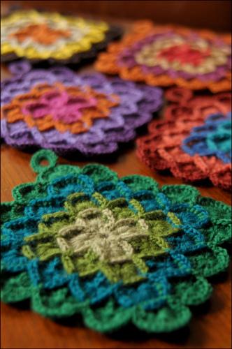 savvyhousekeeping 10 DIY christmas presents crochet pot holders