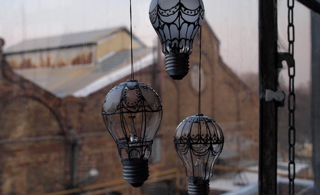 Air balloon light bulb