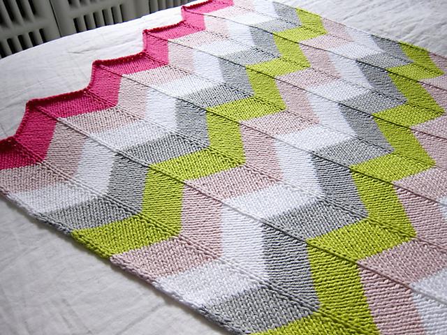 Chevron Stitch Knit In The Round : Savvy Housekeeping   DIY