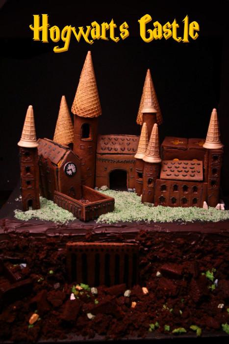 Savvy Housekeeping 187 Gingerbread Hogwarts