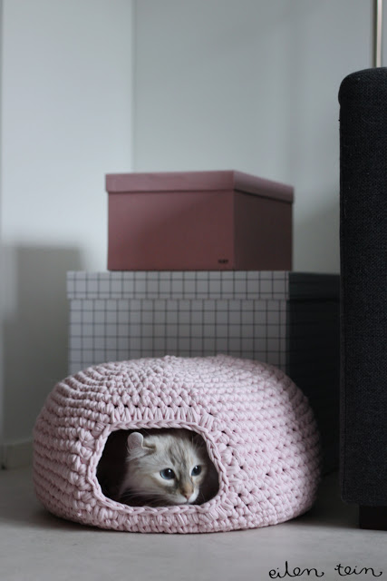 savvyhousekeeping 10 DIY Christmas presents cat bed