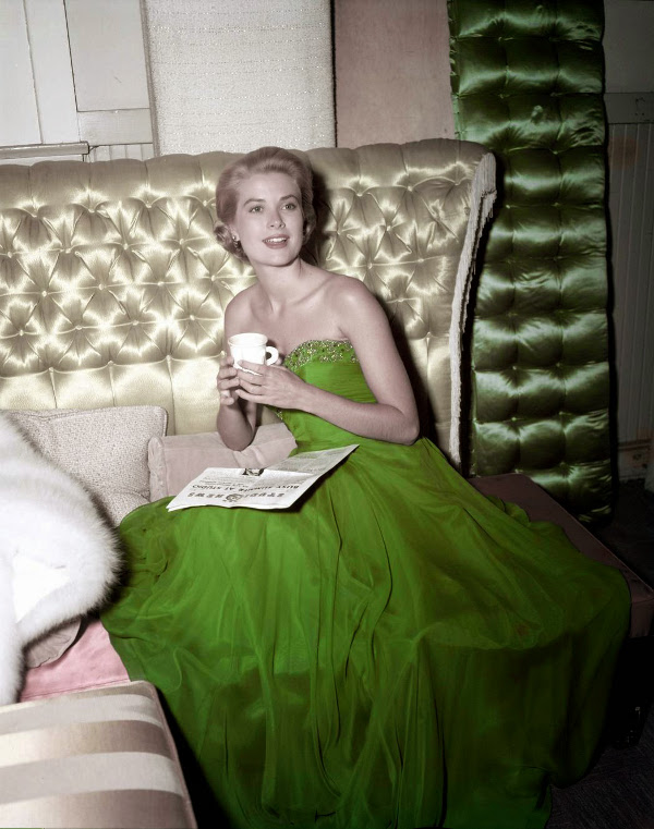 Vintage Photos of Ladies Celebrating St. Patrick's Day (6)