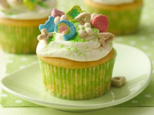 st-patricks-day-green-candy-cupcake